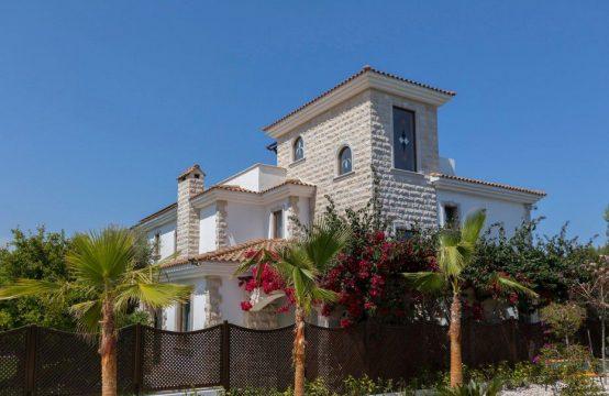 5 Bedroom Villa in Argaka