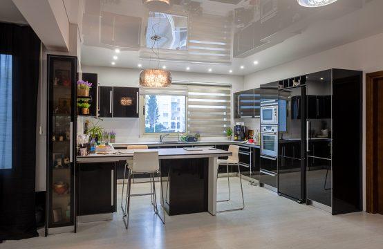 Spacious 3-bedroom apartment in Germasogeia